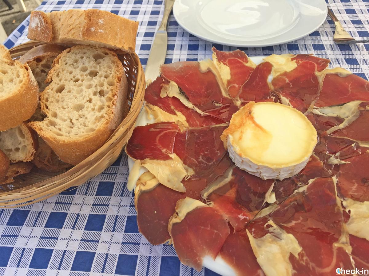 Antipasto a base di jamón e formaggio di capra - Cudillero, Asturie