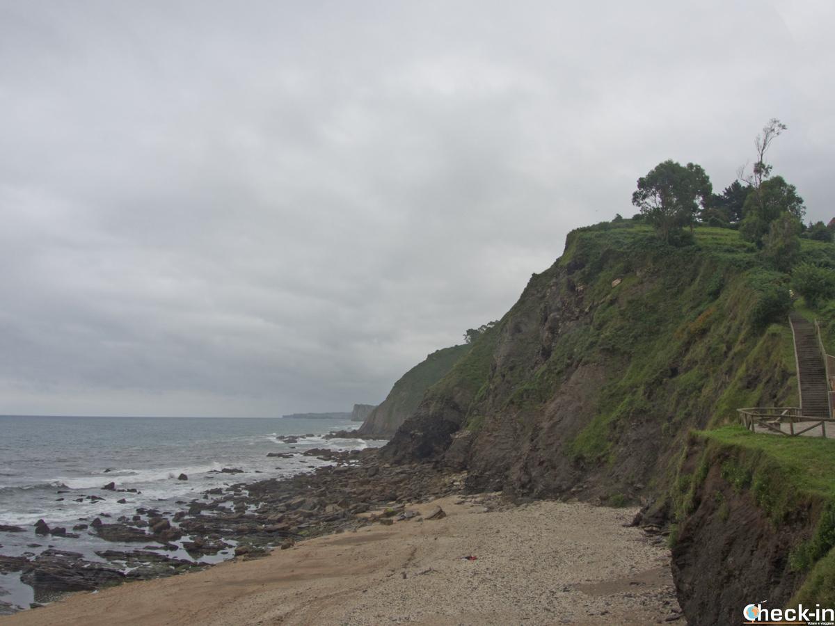 Spiaggia dell'Atalaya a Ribadesella - Asturie, Spagna