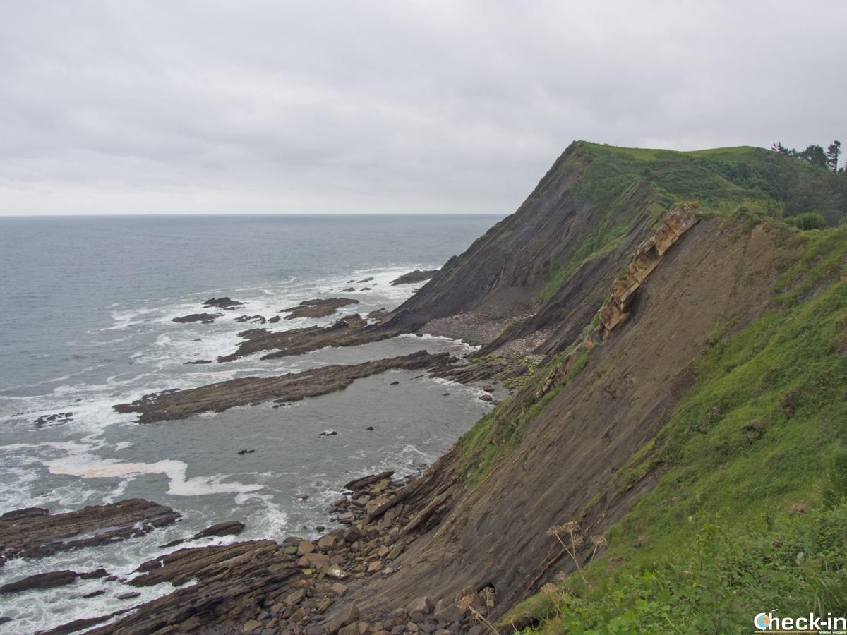 Scogliere sul Mar Cantábrico a Ribadesella (Asturie)