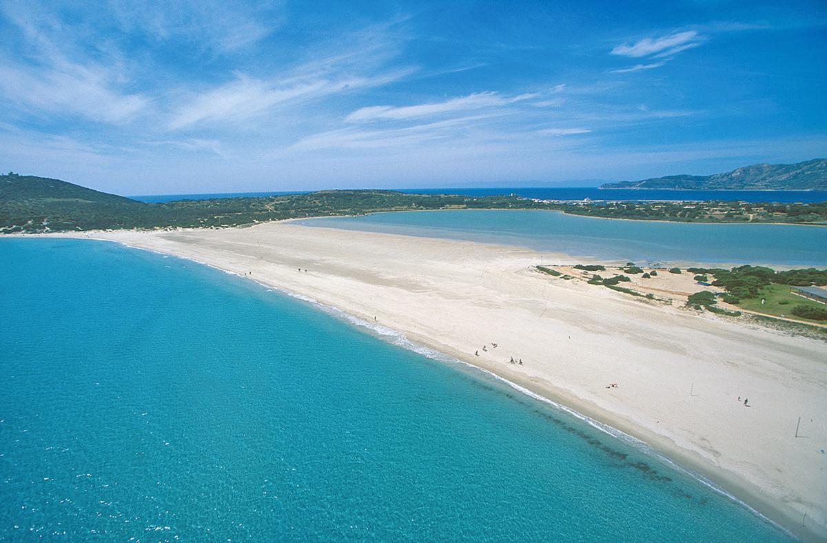 Scorcio panoramico della spiaggia di Villasimius - Sardegna, Italia