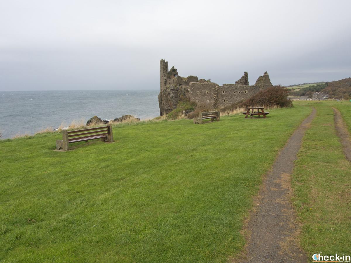 Le rovine del castello di Dunure, vicino ad Ayr (Scozia)