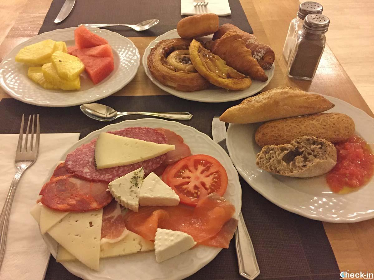 Colazione a buffet presso l'Hotel Huerto del Cura di Elche (Spagna)