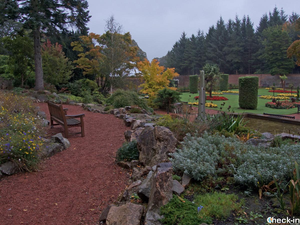 Scorcio del giardino murato nel Belleisle Park di Ayr (Scozia)