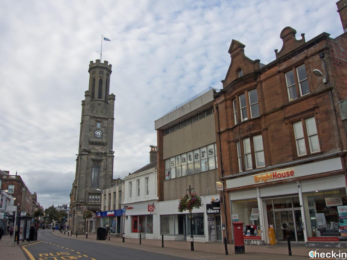 La High Street di Ayr e la Wallace Tower - Ayrshire, Scozia