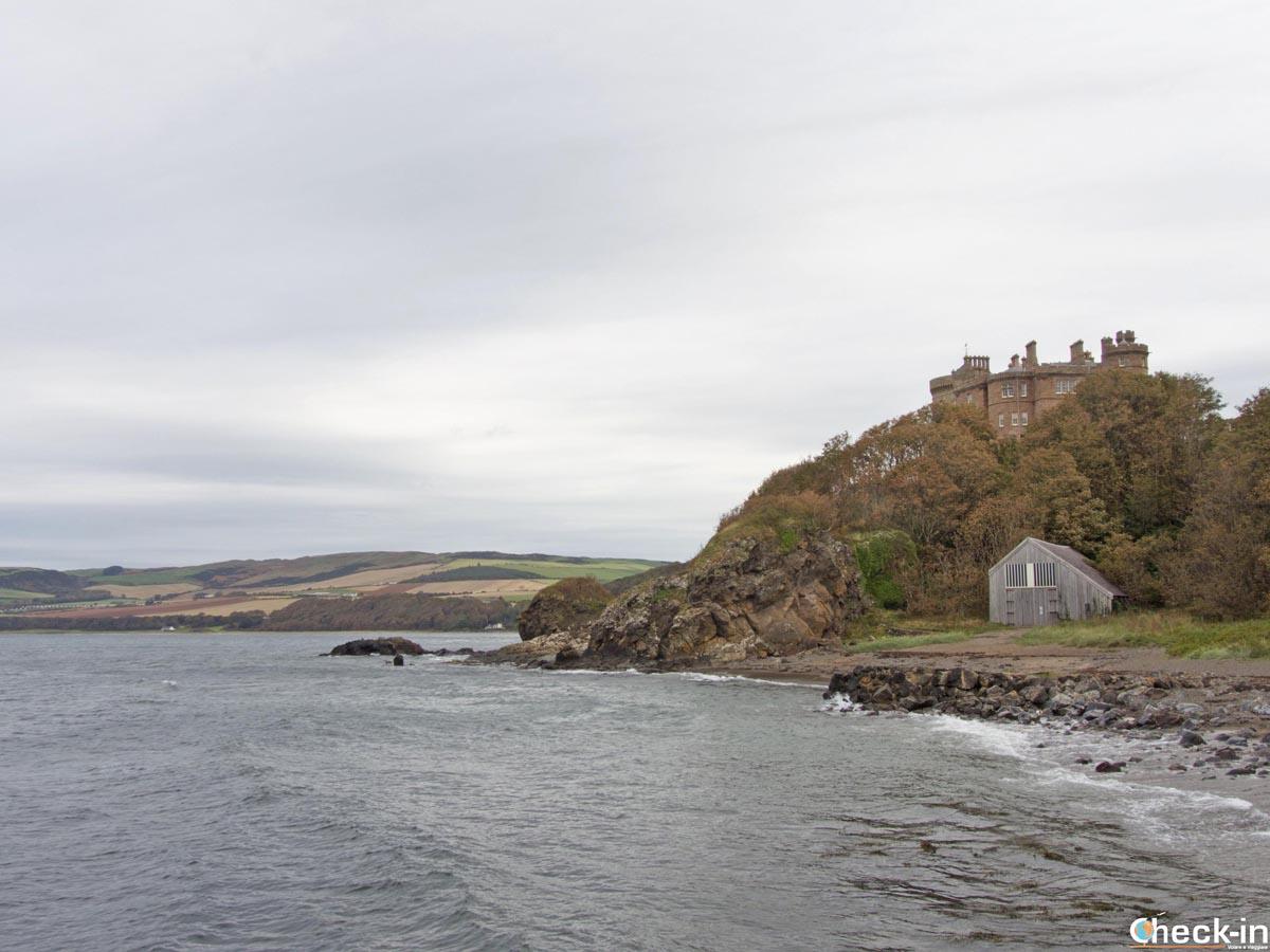 Il castello di Culzean visto dalla spiaggia - Firth of Clyde, Scozia