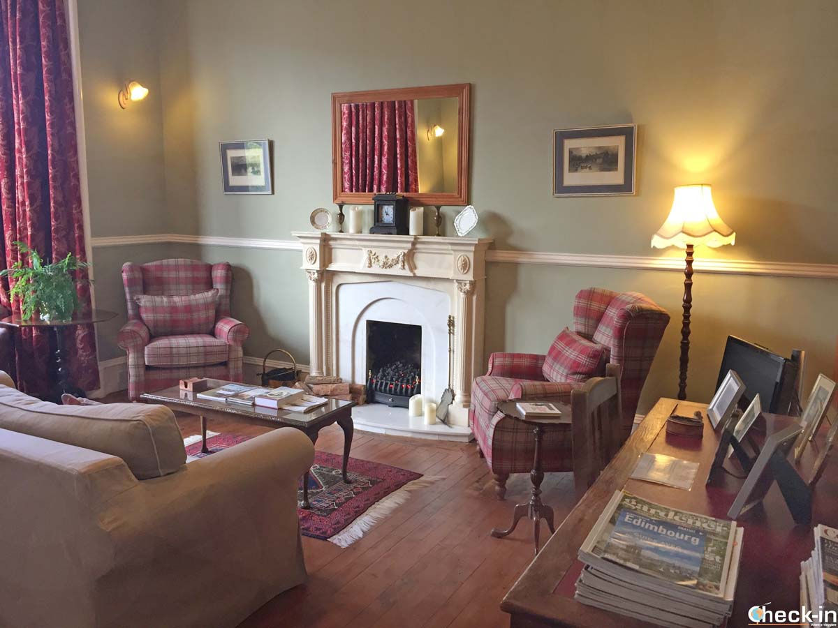 """The drawing room at """"Lochinver Guest House"""" in Ayr"""