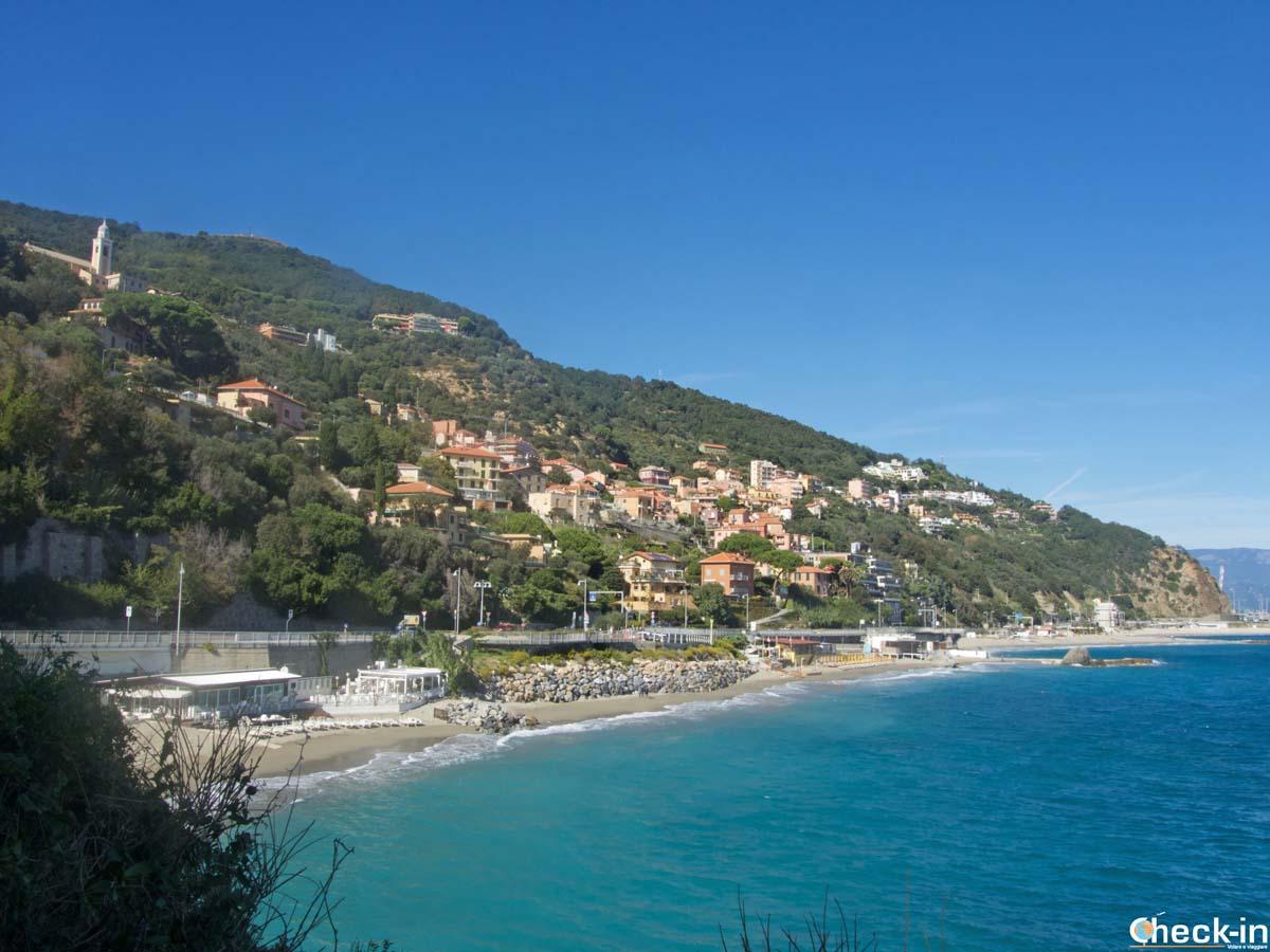 Bergeggi vista dalla passeggiata costiera - Provincia di Savona, Liguria