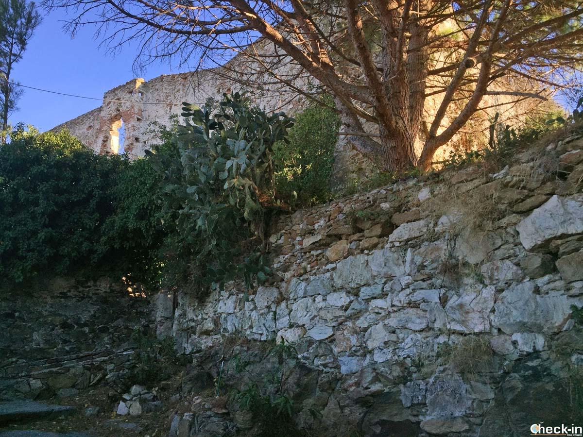 Le rovine del Castello di Spotorno (Savona), Liguria