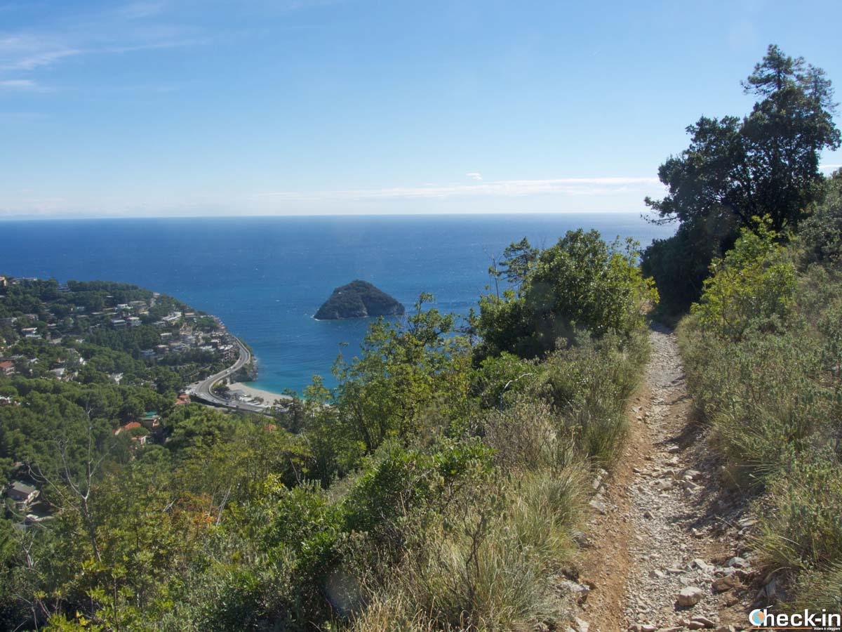 Trekking in Liguria tra Spotorno e Bergeggi