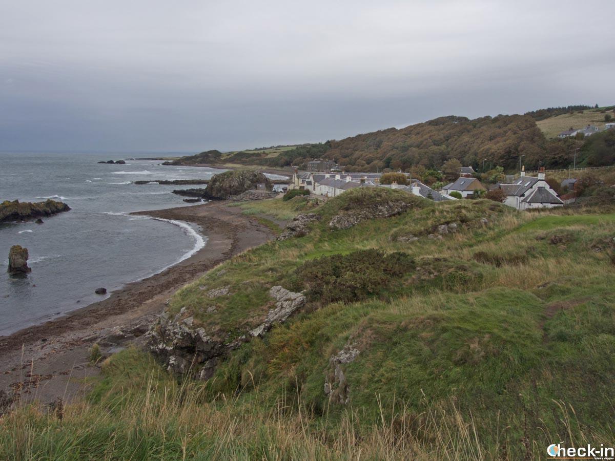 Vista panoramica sul villaggio di Dunure nei dintorni di Ayr (Scozia)