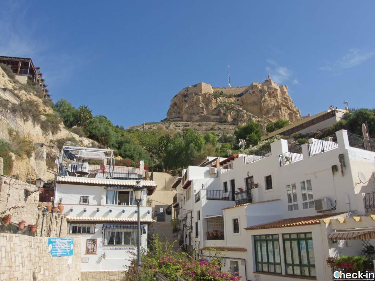 Esplorando il barrio Santa Cruz di Alicante (Spagna)