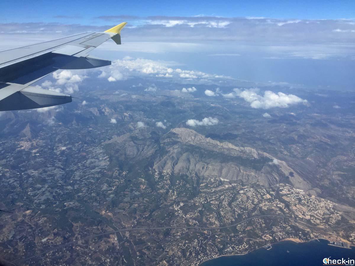 In volo con Vueling sulla costa spagnola verso Alicante