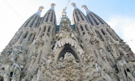 Vacanza a Barcellona, confronto e convenienza delle card turistiche per attrazioni e trasporti