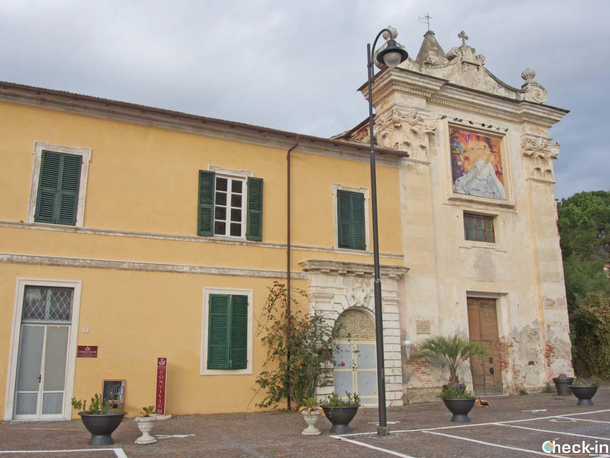 La Chiesa di San Francesco d'Assisi appena fuori le mura del borgo di Noli