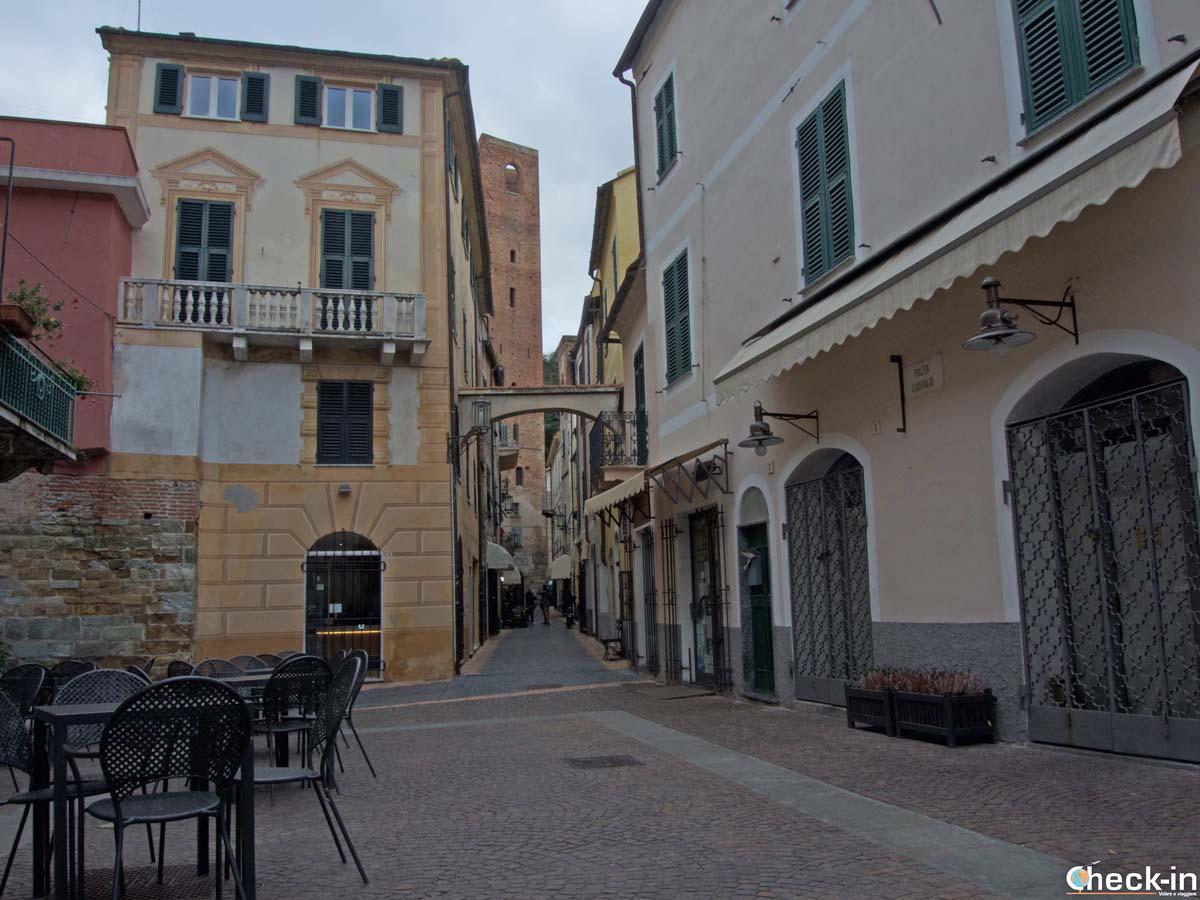 Cosa vedere nel borgo antico di Noli (SV) - Liguria di Ponente