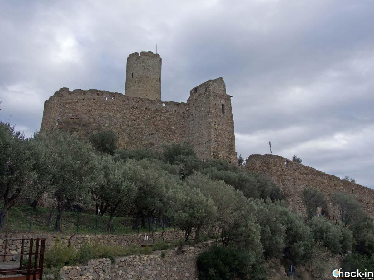 Cosa vedere a Noli: il Castello di monte Ursino