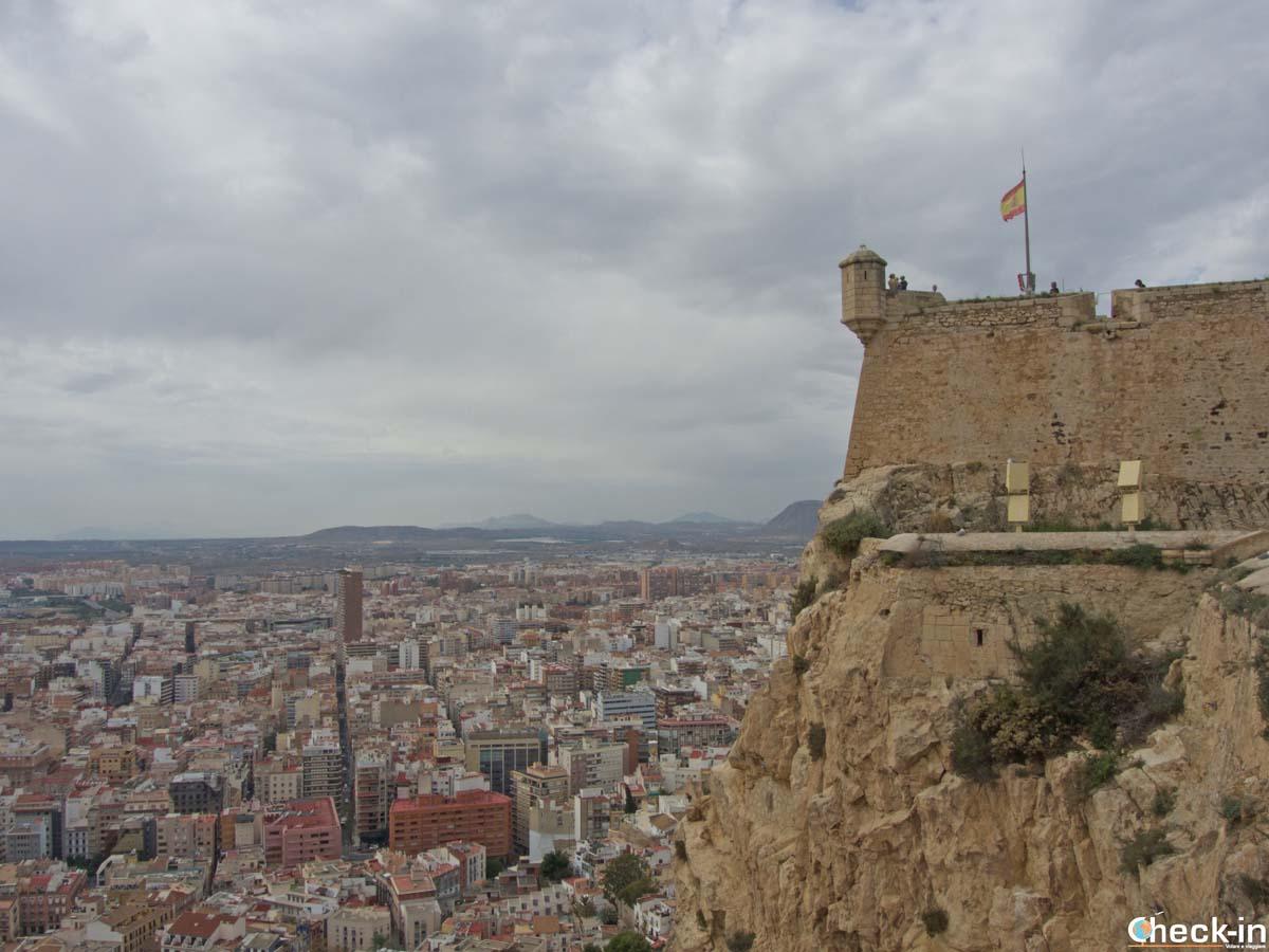 Vista de Alicante de las murallas del Castillo de Santa Barbara