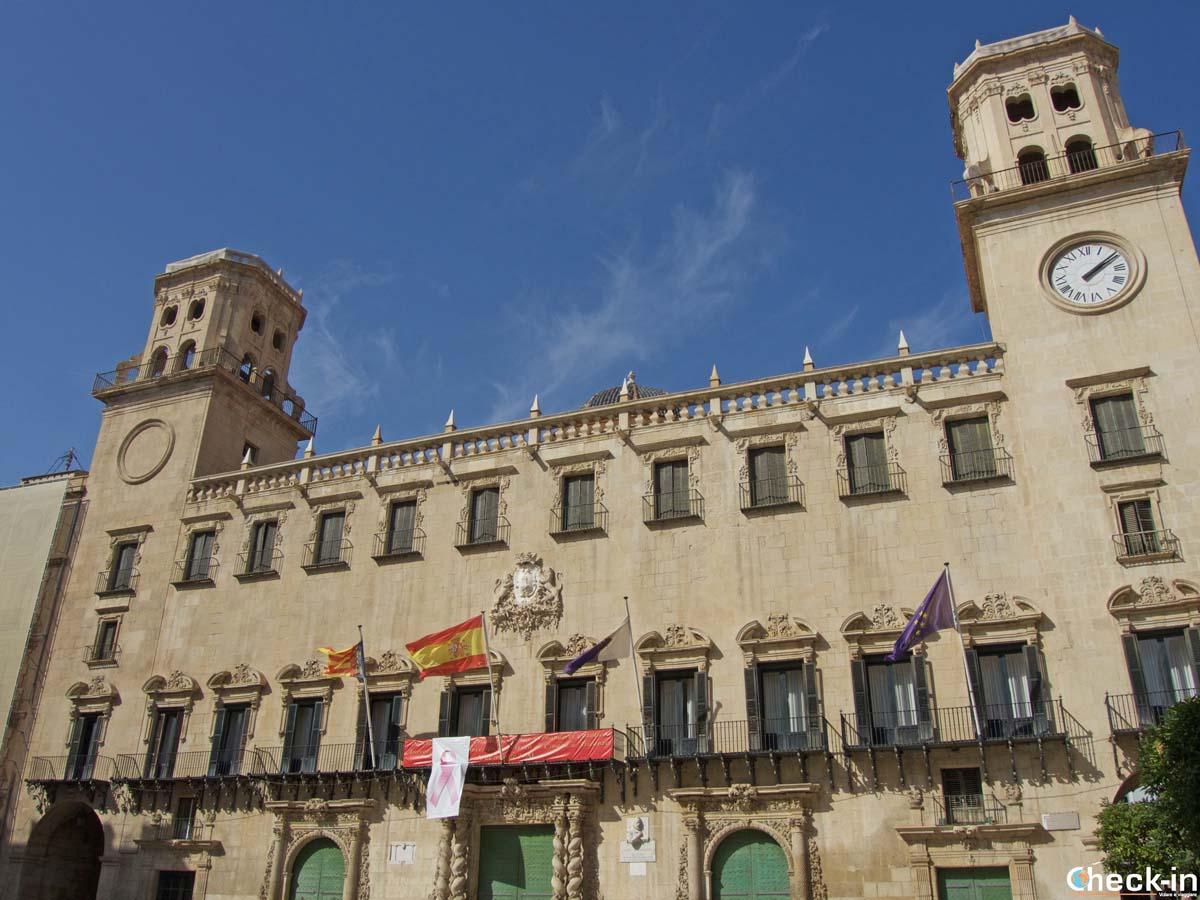 Plaza del Ayuntamiento de Alicante (España)