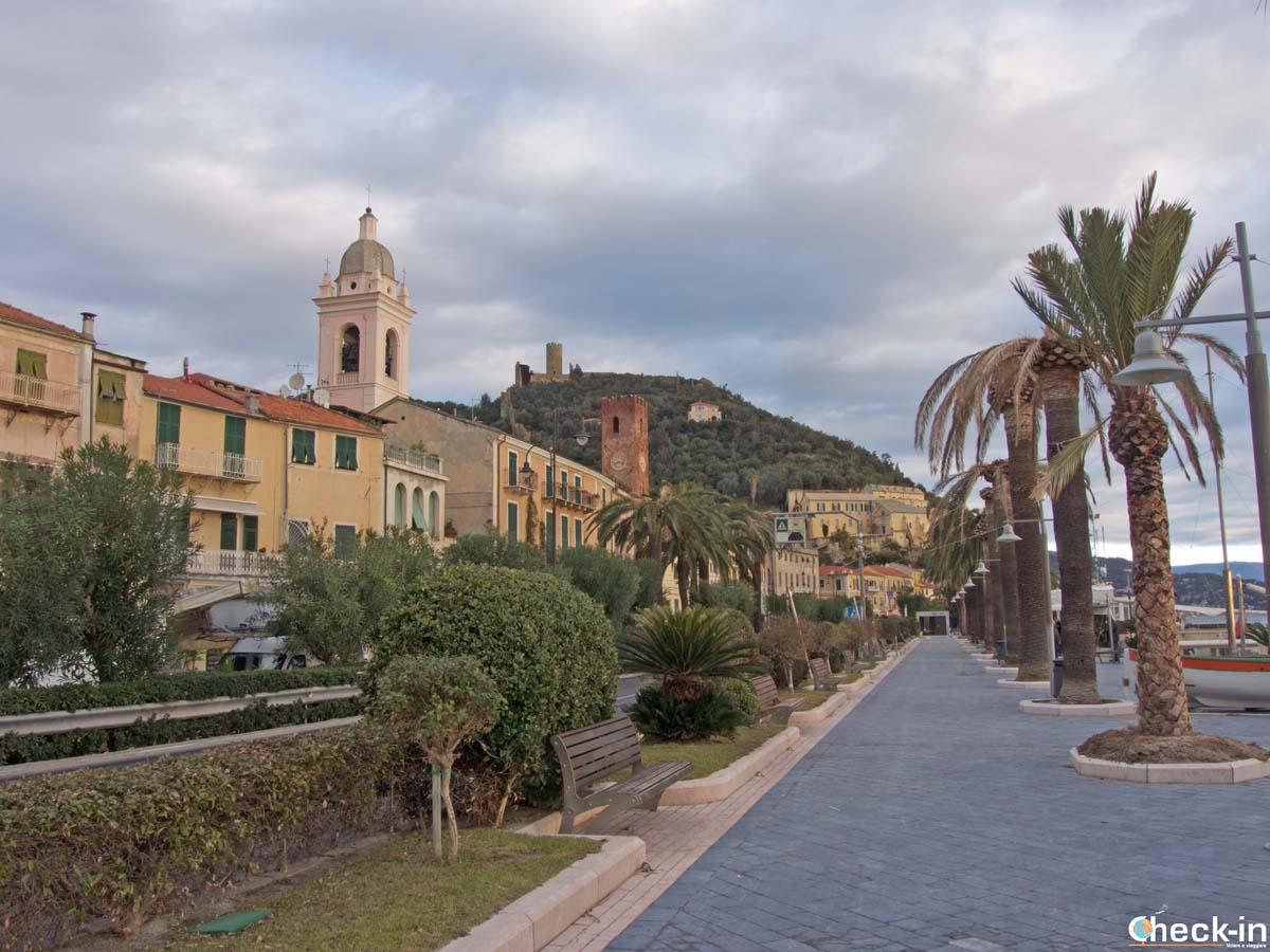 Il lungomare di Noli - Riviera ligure di ponente