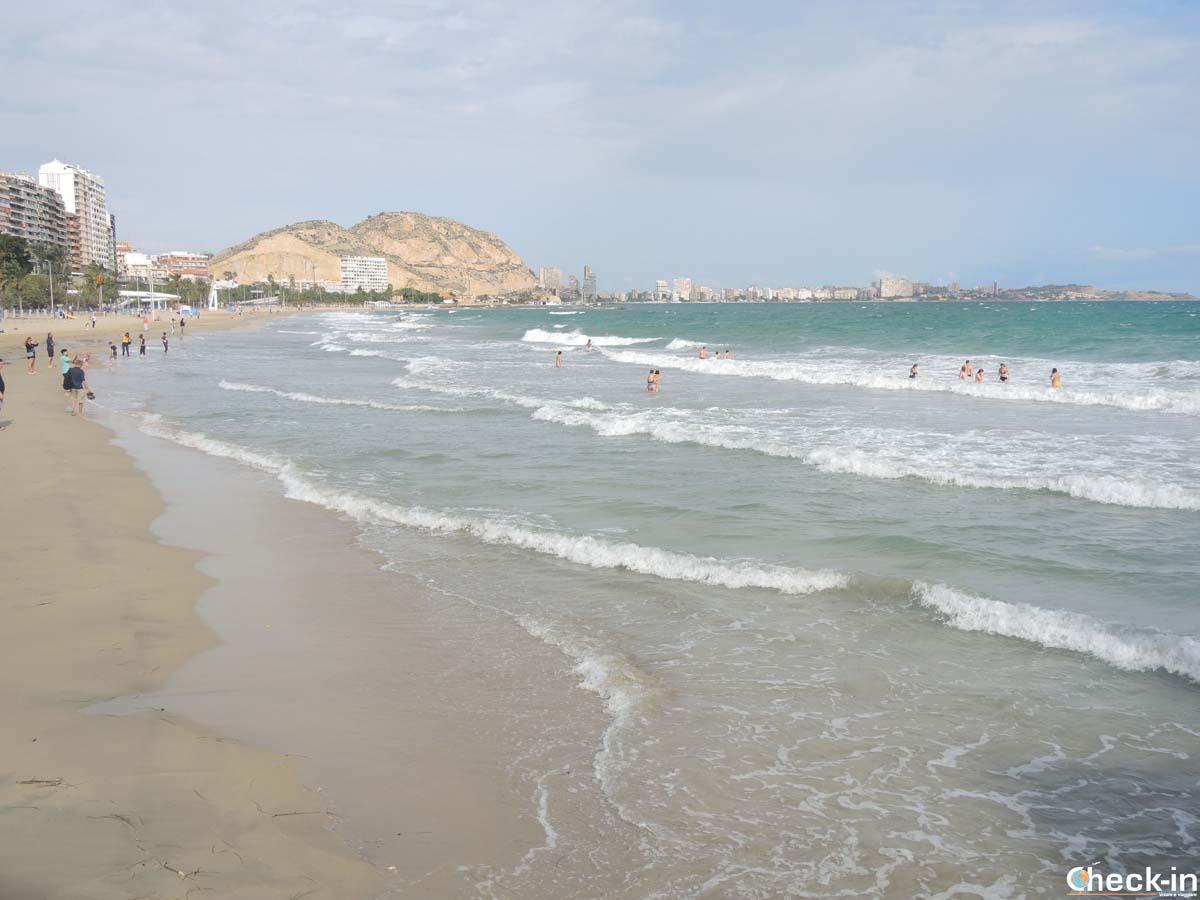 Playa del Postiguet, playa urbana de Alicante (España)