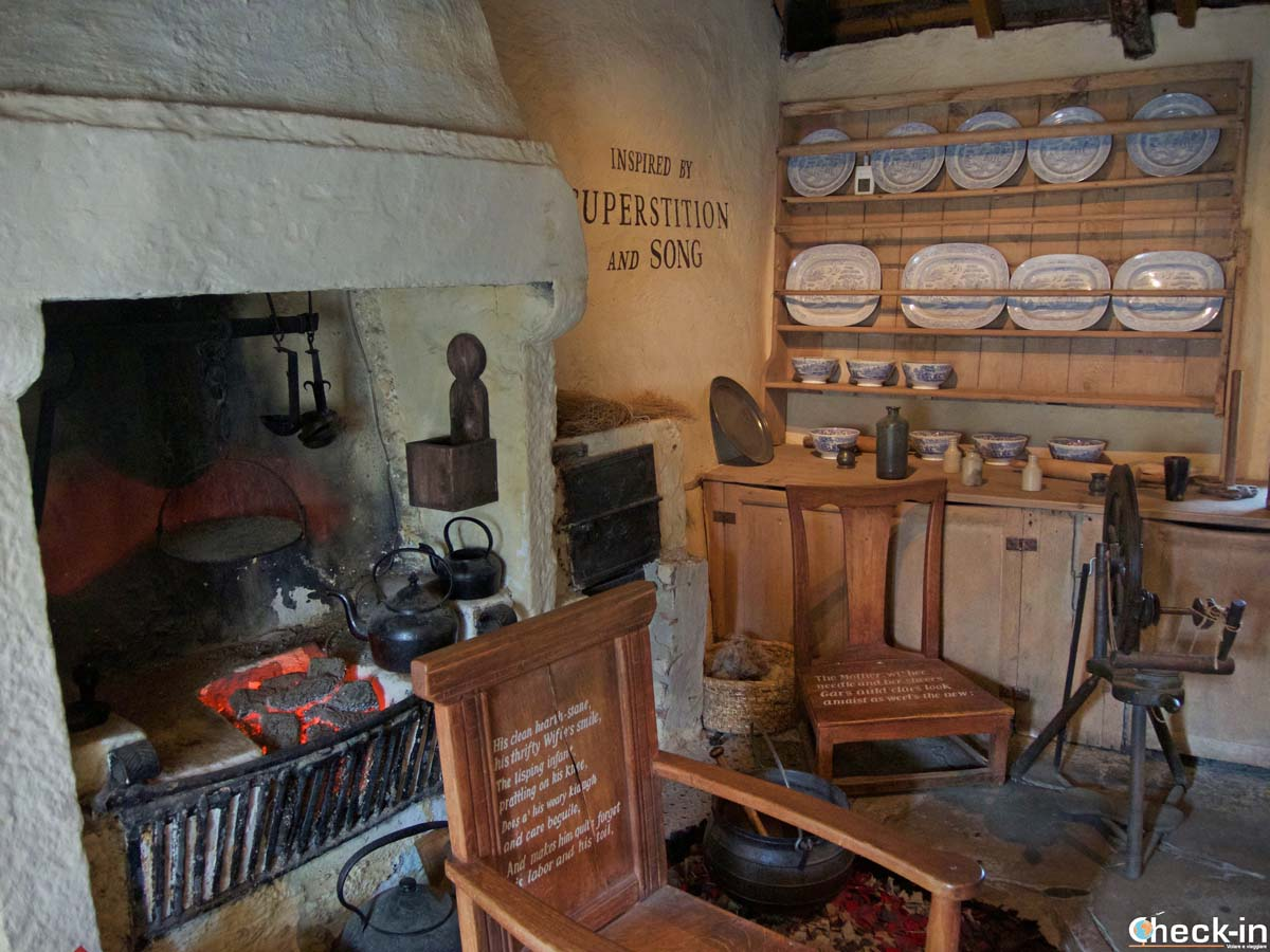Visit the Robert Burns Cottage in Alloway (Ayr) - West Scotland, not far from Glasgow