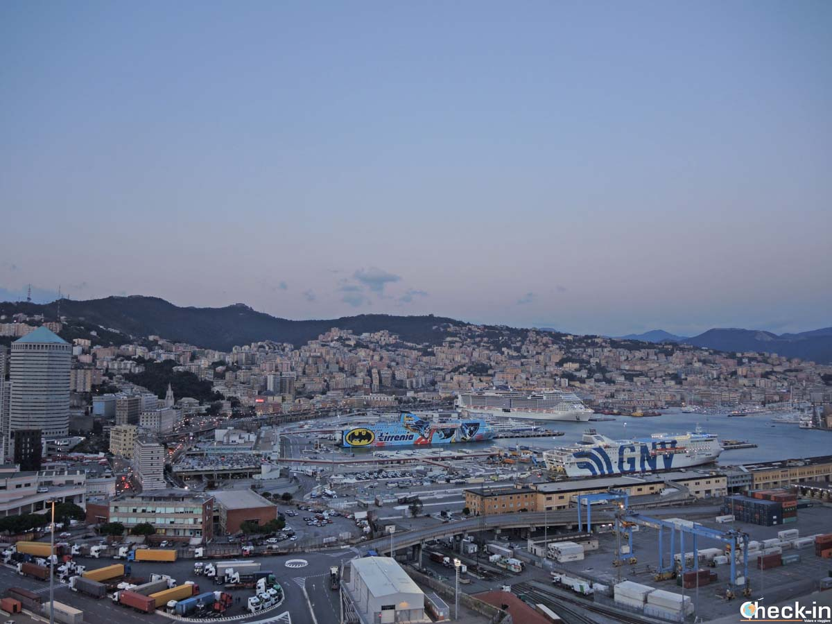 Vista panoramica di Genova dalla Lanterna