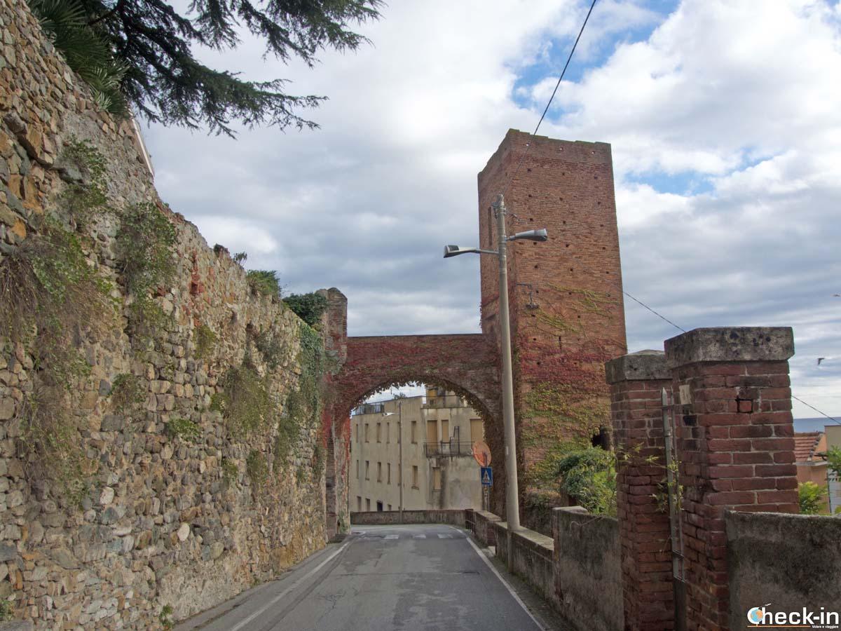Torre e Porta Papona di Noli (SV) - Liguria di Ponente