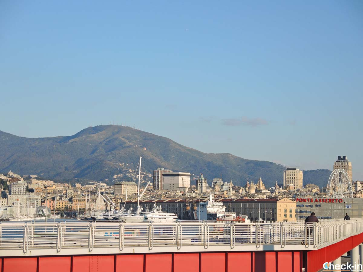Il porto di Genova visto dal Terminal dei traghetti