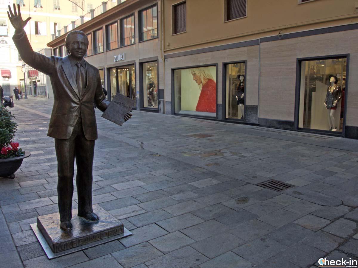 La statua di Mike Bongiorno a Sanremo