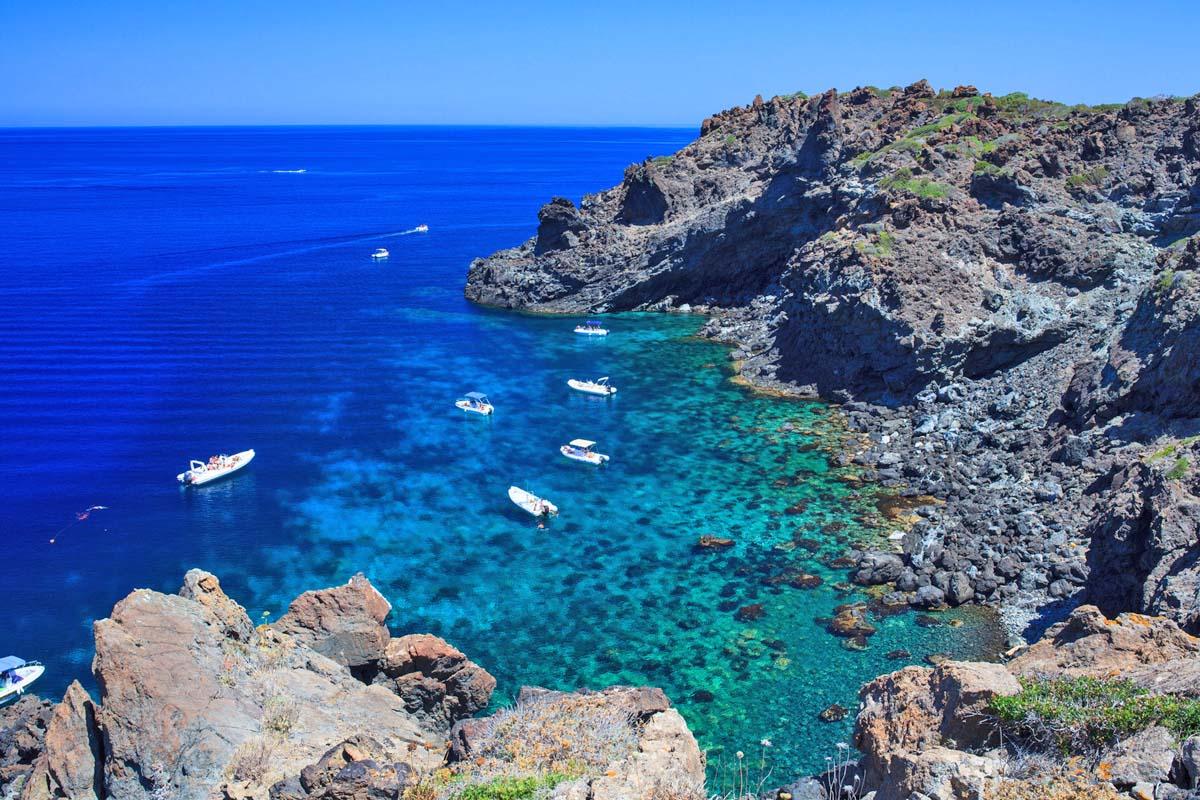 Acqua cristallina dell'isola di Pantelleria (Sicilia)