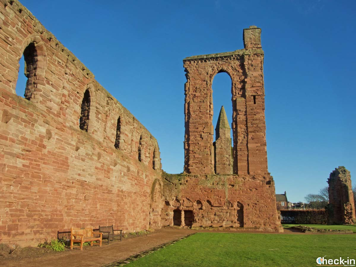 Visita dell'Arbroath Abbey (Scozia) - Check-in Travel Blog di Stefano Bagnasco