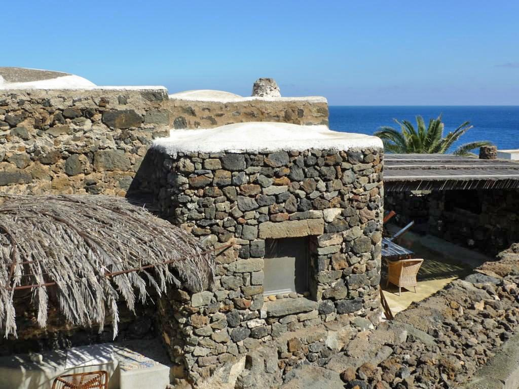 Pernottare nei Dammusi di Pantelleria