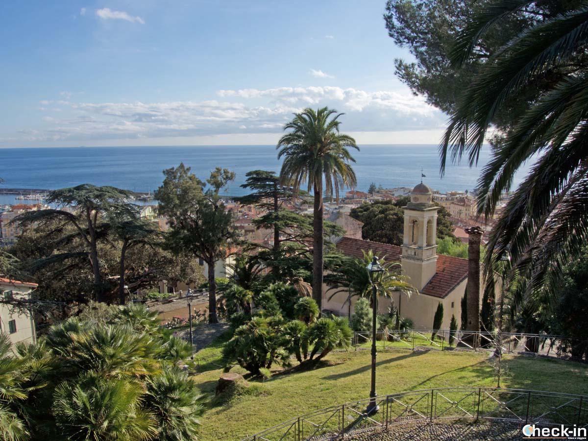 I Giardini Regina Elena e vista panoramica sul golfo di Sanremo