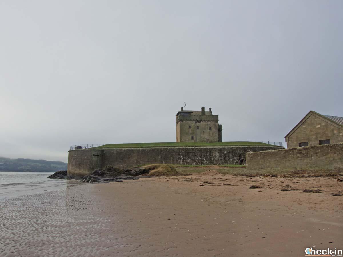 Il Broughty Ferry Castle visto dalla spiaggia