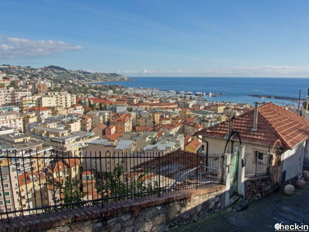 Panorama del golfo di Sanremo dal Santuario della Madonna della Costa