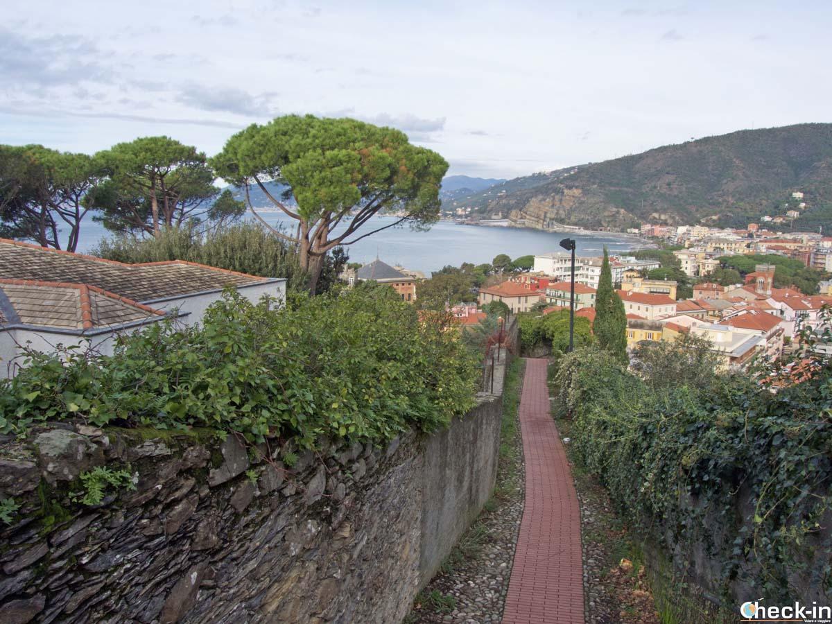 Escursione dal centro di Sestri Levante a Punta Manara (Liguria)