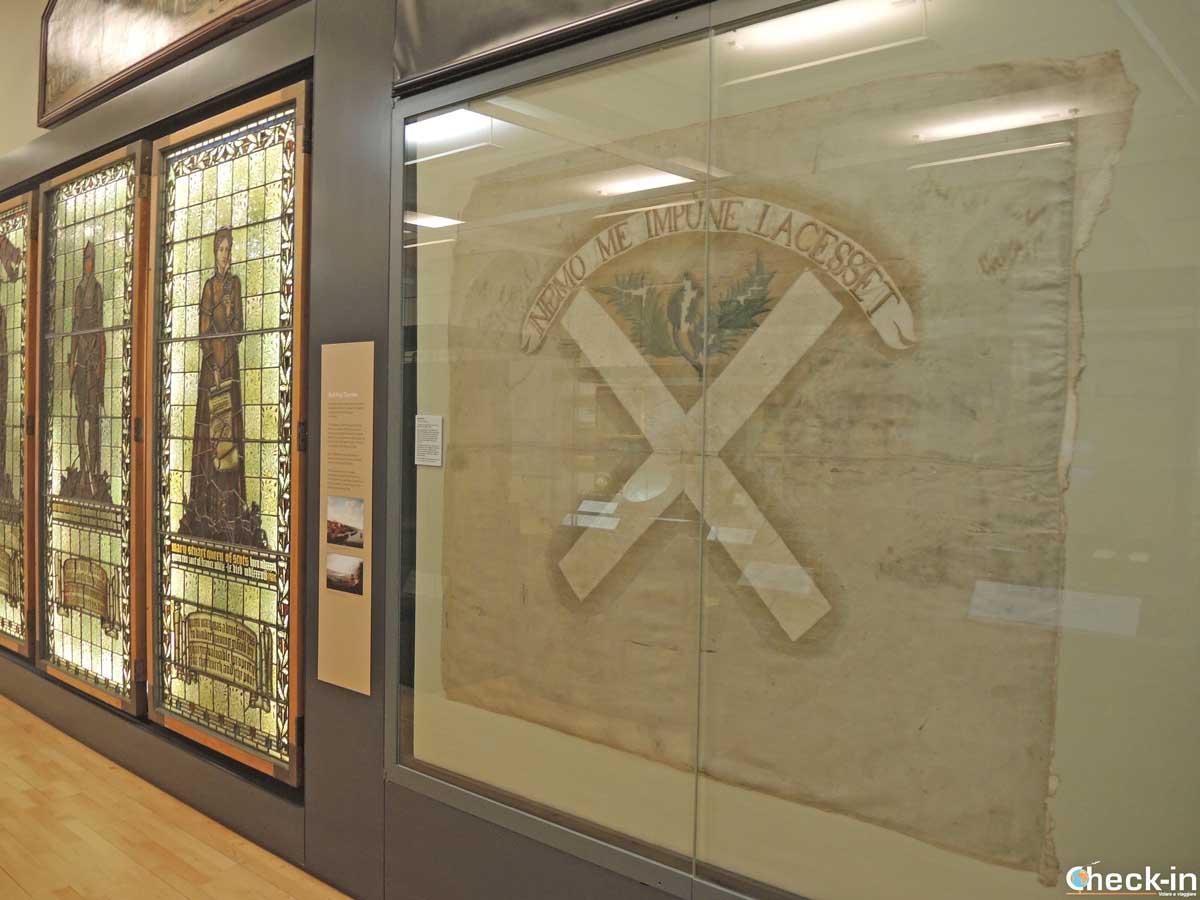 La bandiera giacobita esposta alla McManus Galleries di Dundee