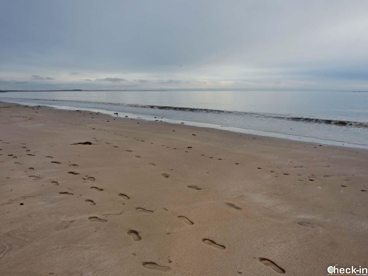 Walk along Broughty Ferry beach near Dundee (Scotland)