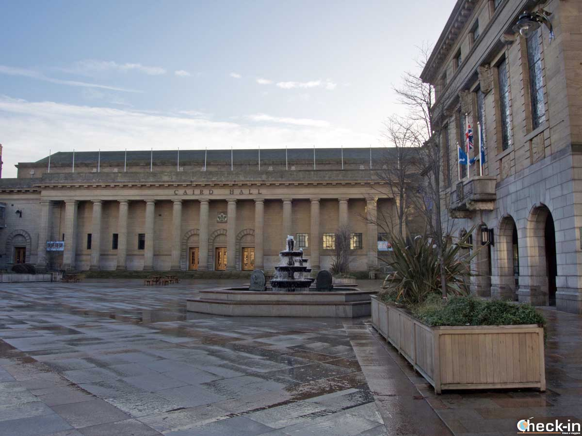 Due passi in City Square - Dundee, Scozia