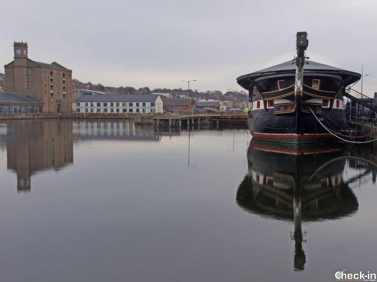 La HMS Unicorn ormeggiata lungo il Waterfron di Dundee (Scozia)