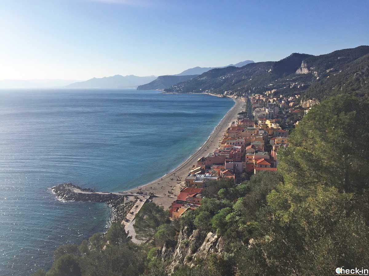 Varigotti ammirata da Punta Crena | Check-in Travel Blog di Stefano Bagnasco