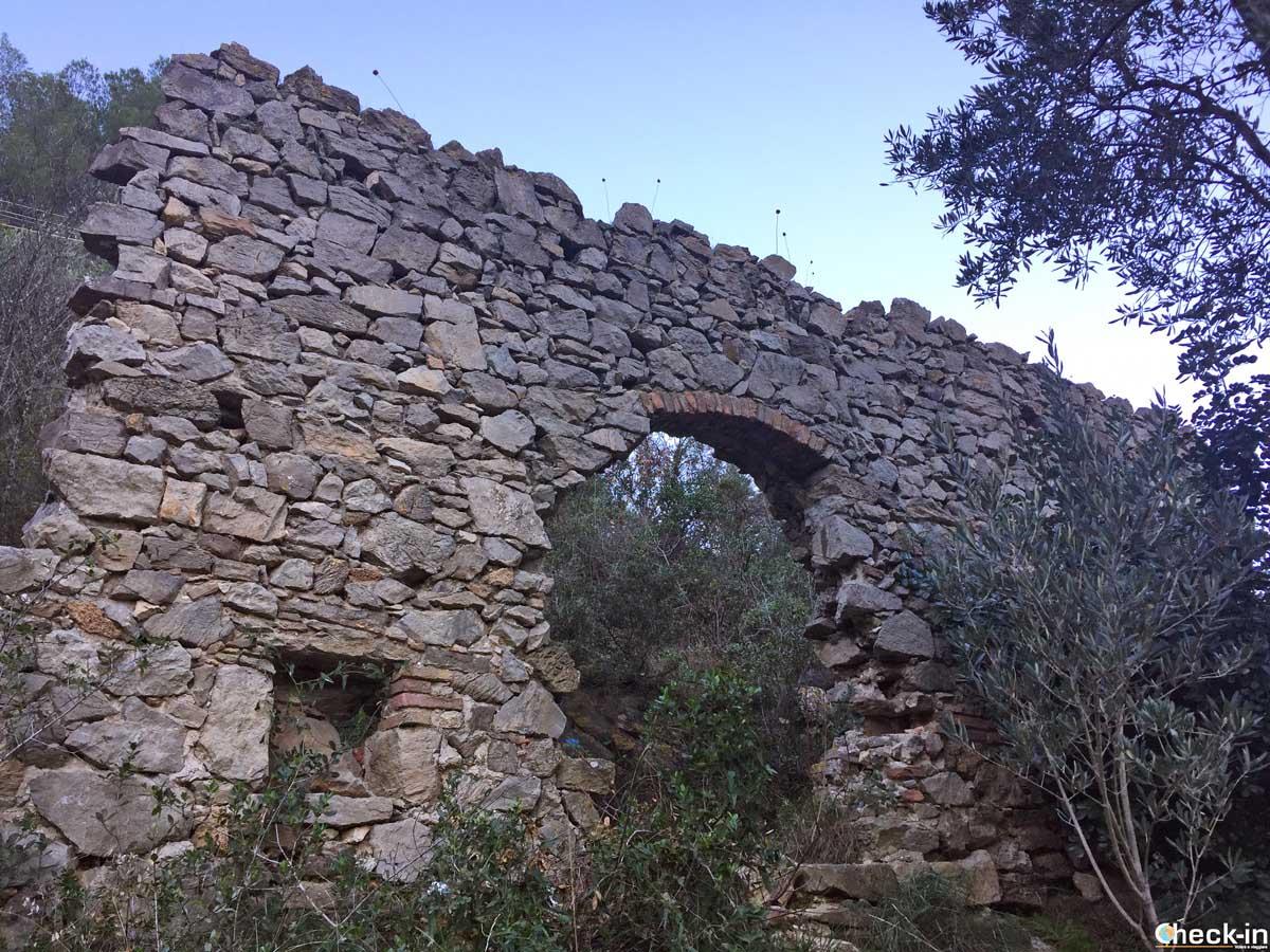 I resti della Chiesa di San Lazzaro e del Lazzaretto a Noli