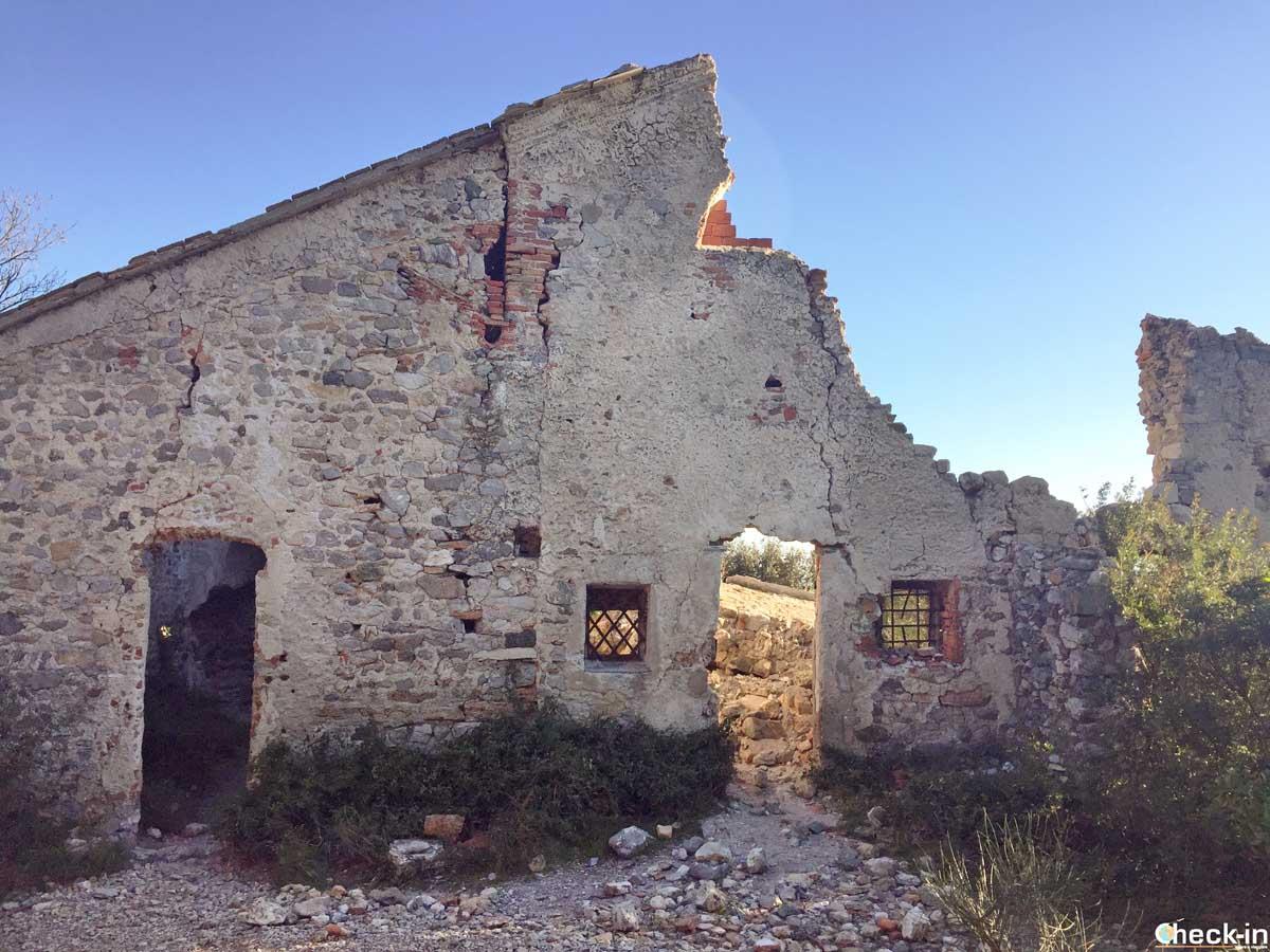 Facciata della Chiesa di S. Margherita sul sentiero tra Noli e Varigotti