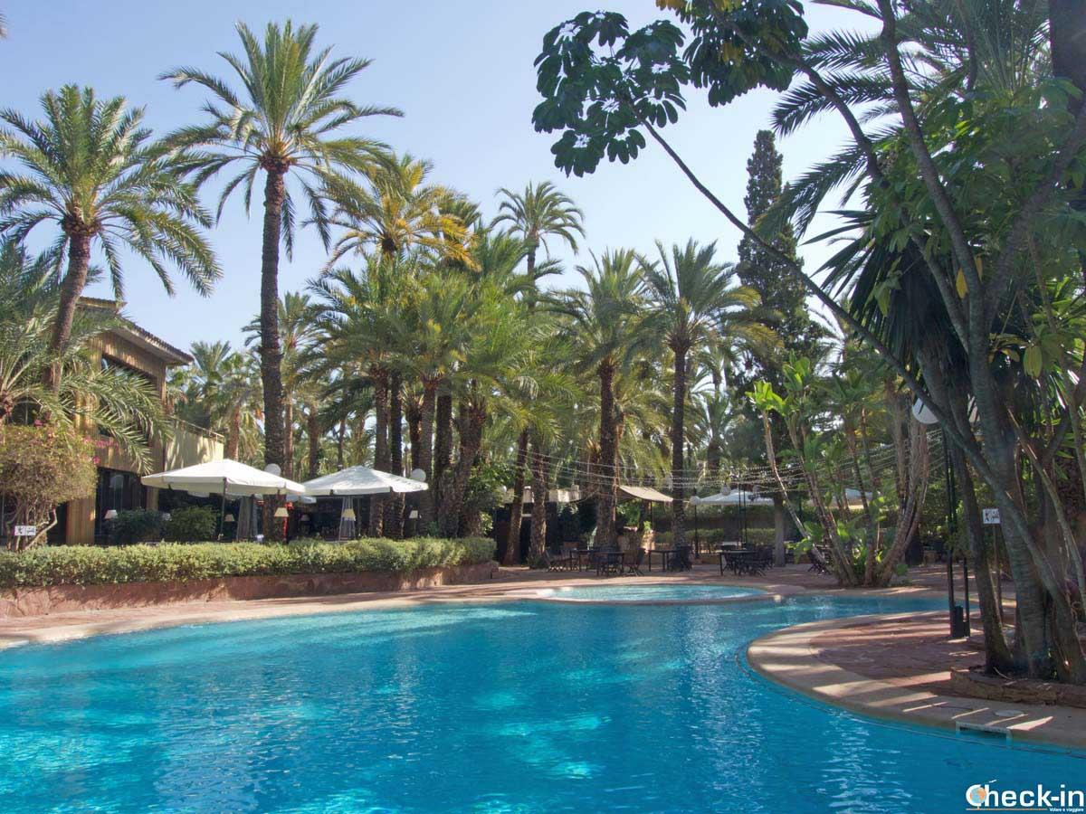 Alojamiento en Elche, Hotel Huerto del Cura y su piscina