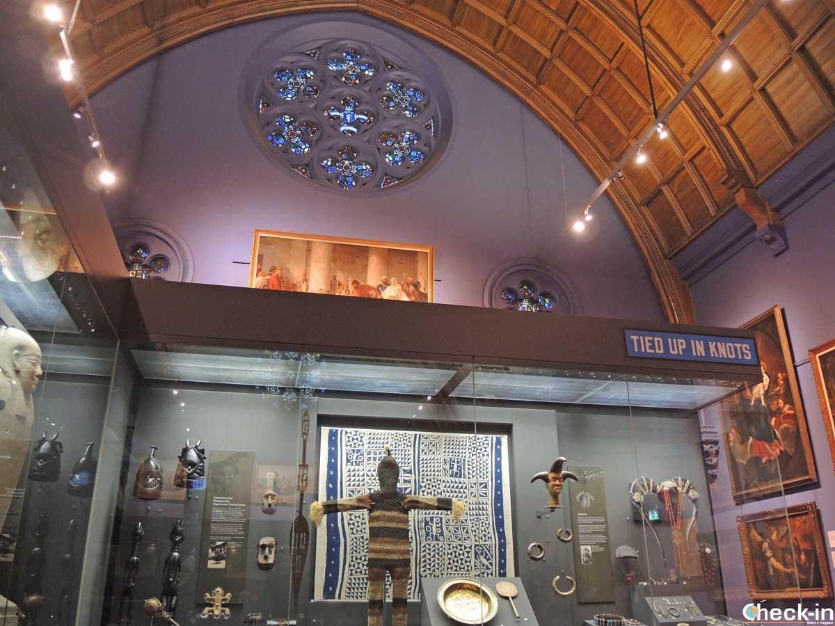 Una delle gallerie d'arte all'interno della McManus Galleries di Dundee