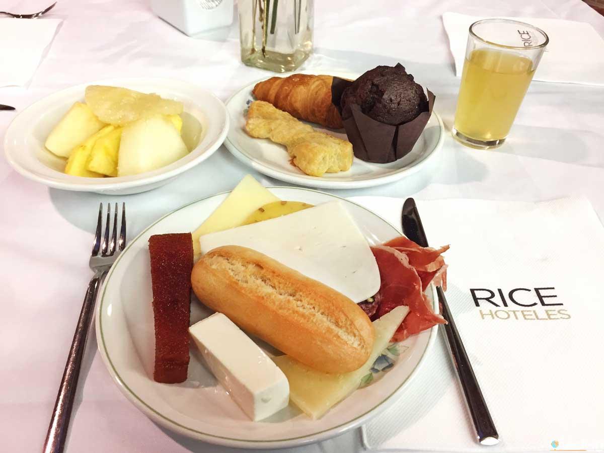 Buffet della colazione all'Hotel Rice Palacio Blasones di Burgos