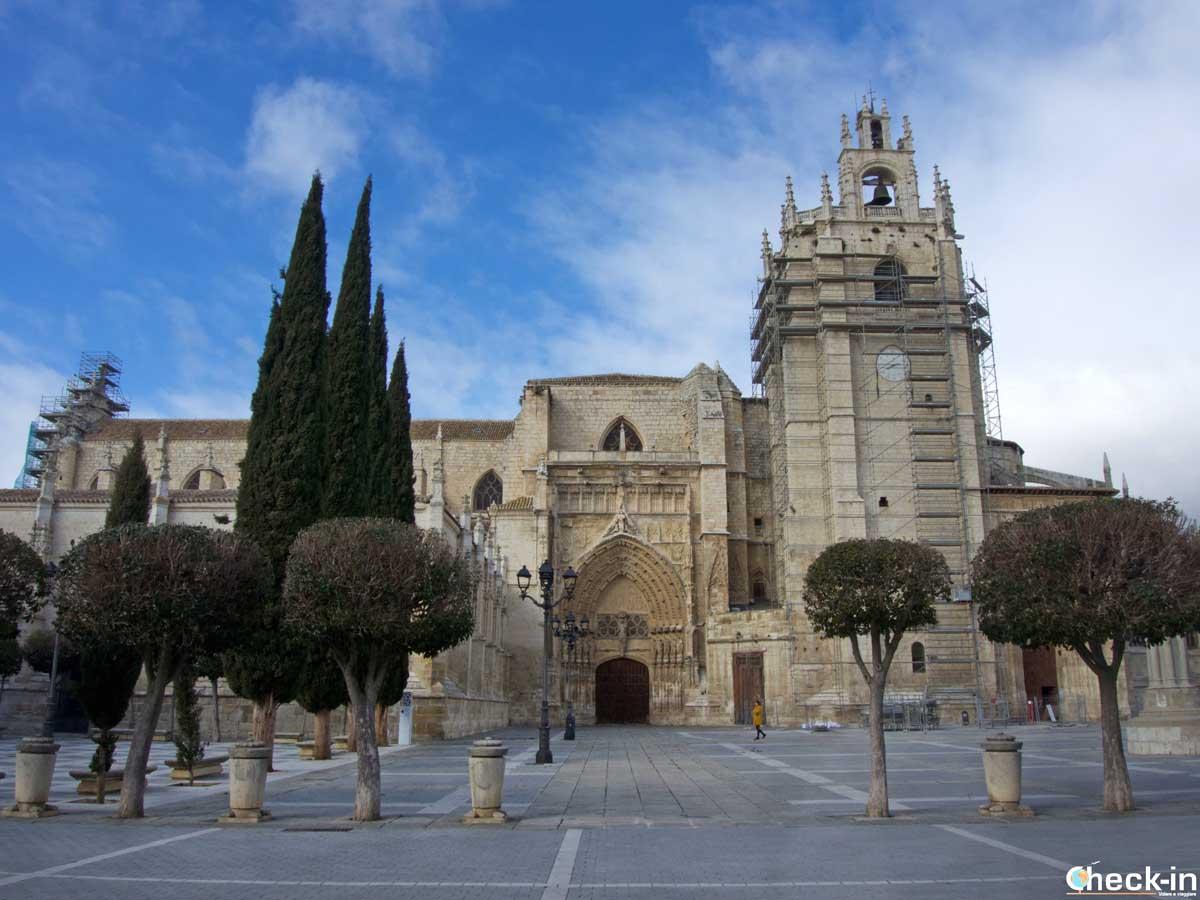 La Cattedrale di Palencia, vista frontale - Castiglia e León