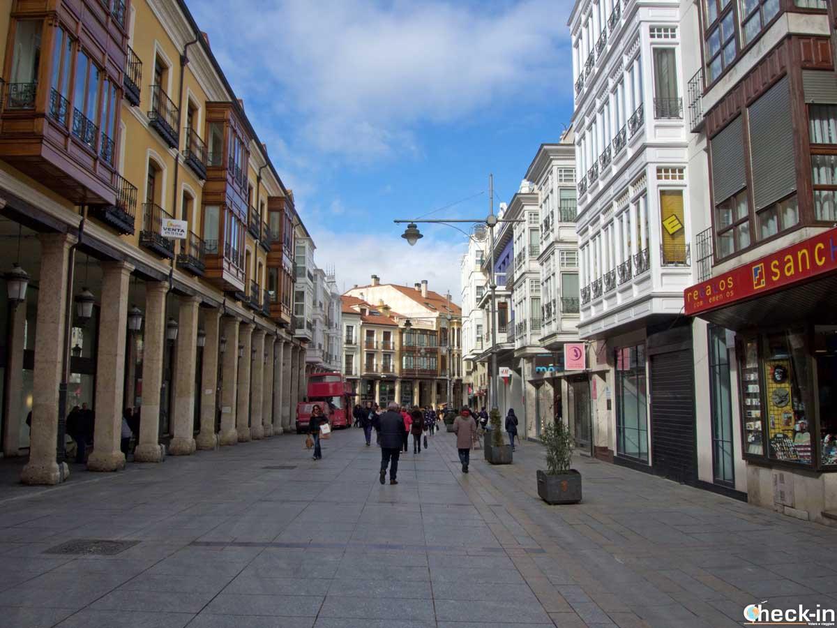 Due passi lungo la calle Mayor nel centro di Palencia