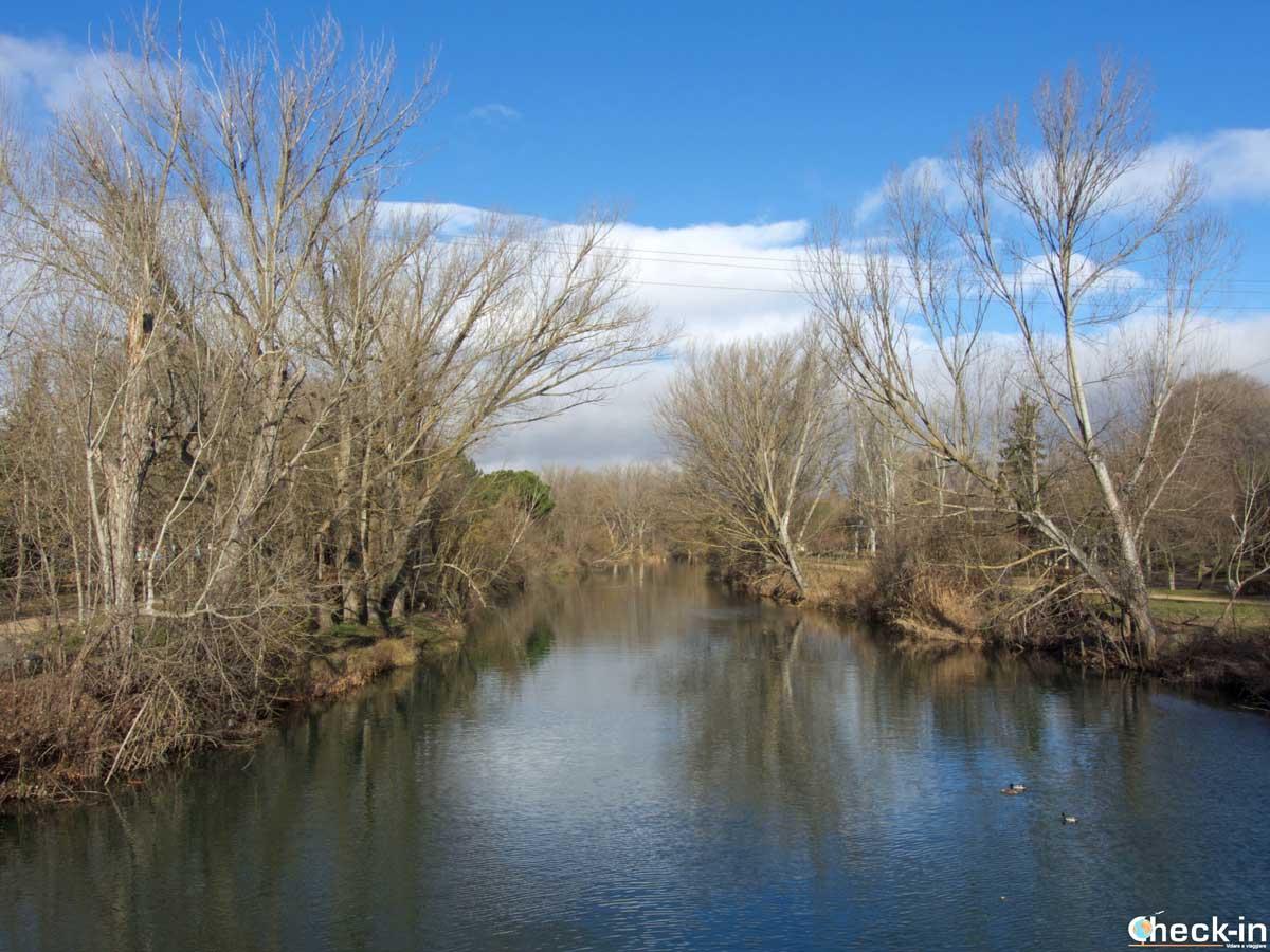 Passeggiata nel parco Huertas del Obispo a Palencia