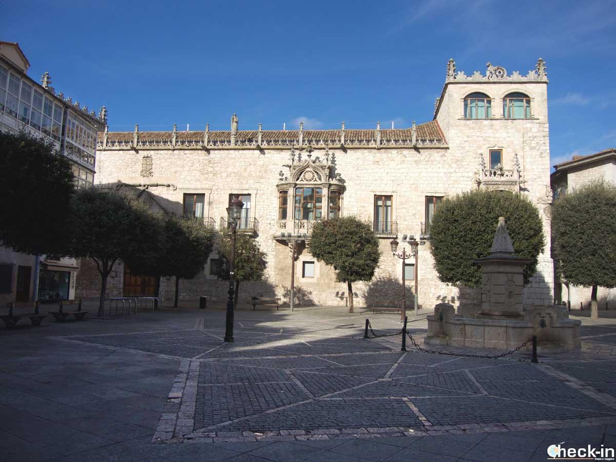 La Casa del Cordón en pleno centro de Burgos (España)